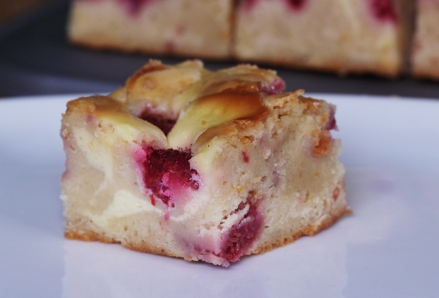 raspberry cream cheese blondie