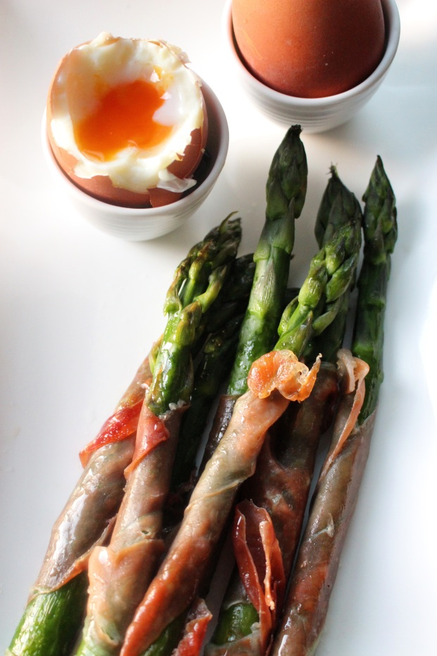 boiled eggs, asparagus and parma ham
