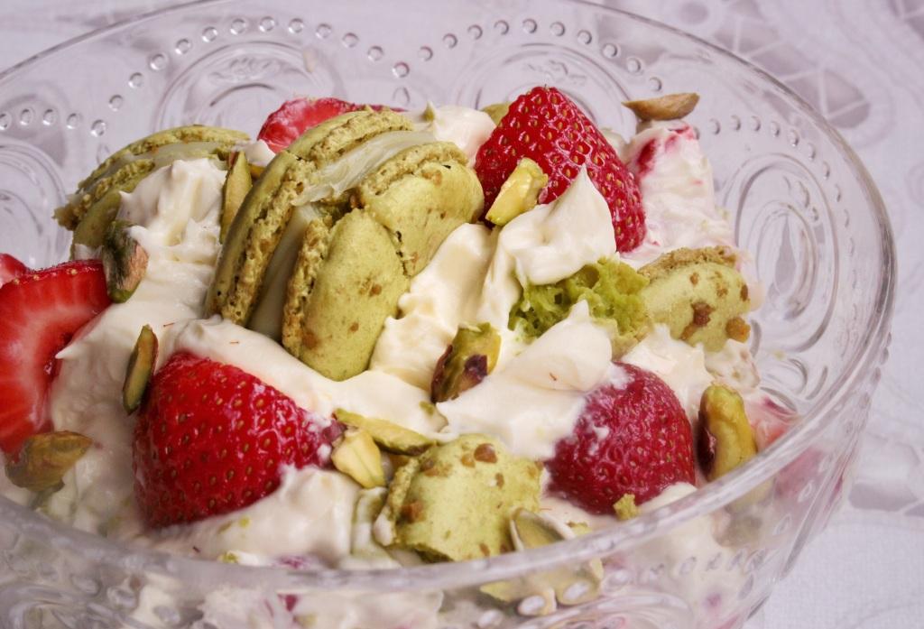 strawberry pistachio macaron mess